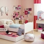 22 Best DIY Crafts For Bedroom Walls (17)