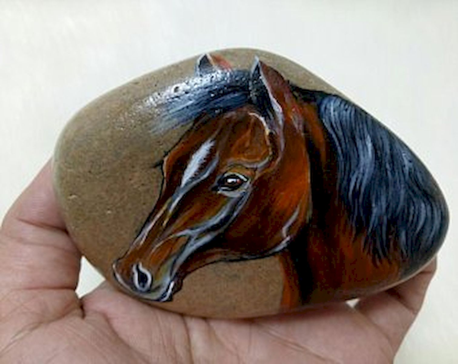 25 Fantastic DIY Painted Rocks Animals Horse for Summer Ideas (26)