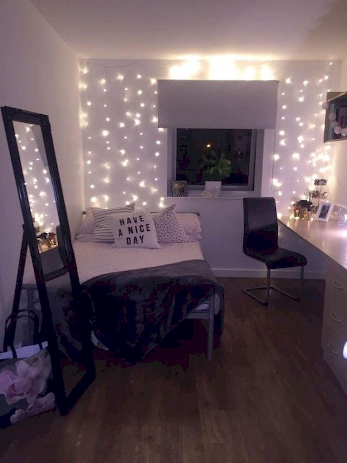 30 Beautiful DIY Bedroom Fairy Lights (13) - doityourzelf