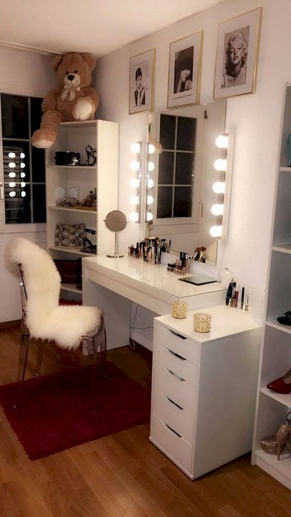30 Beautiful DIY Bedroom Fairy Lights (30) - doityourzelf