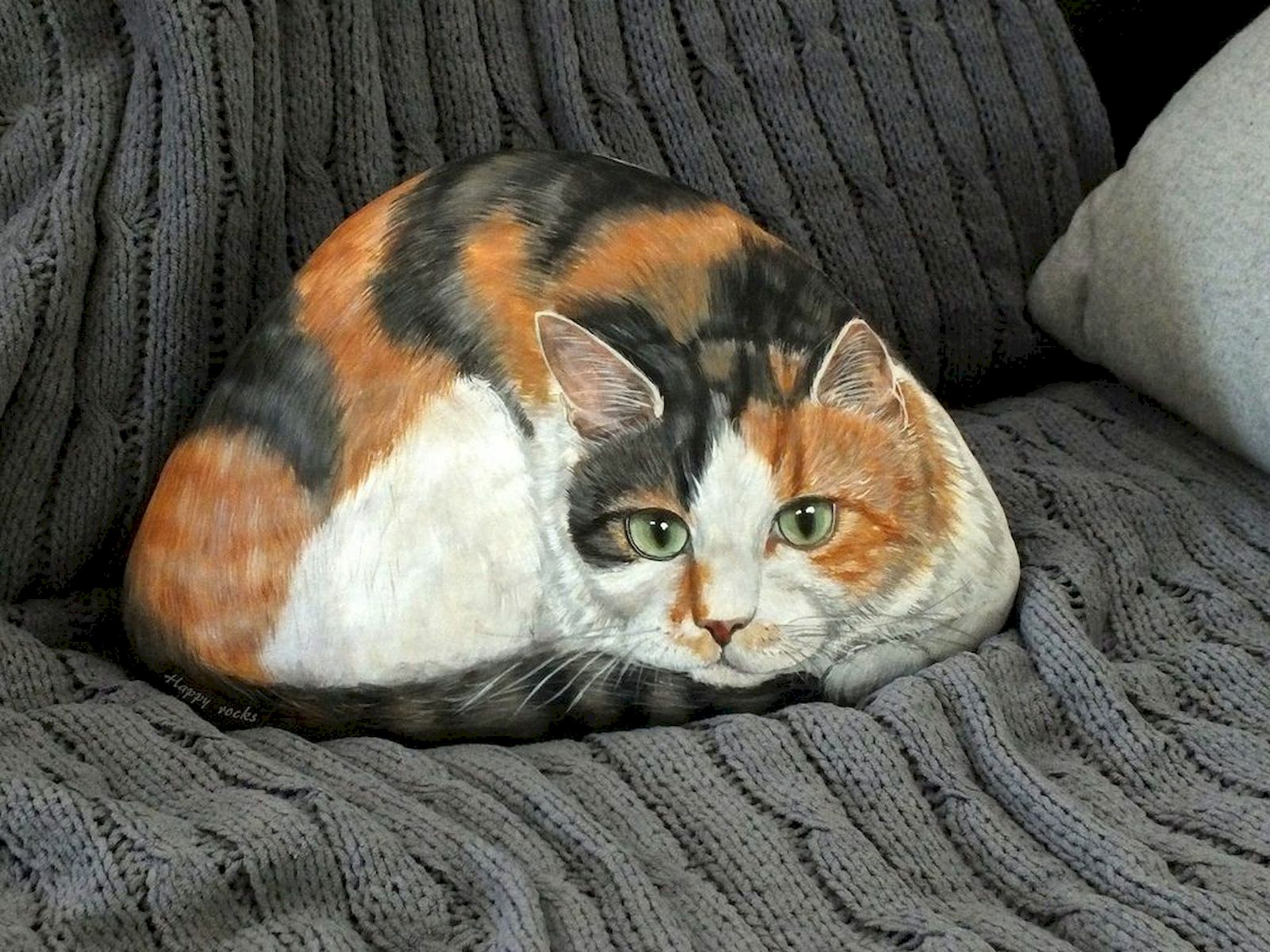 50 Best DIY Painted Rocks Animals Cats for Summer Ideas (12)