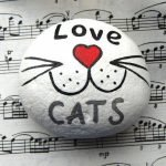 50 Best DIY Painted Rocks Animals Cats for Summer Ideas (42)