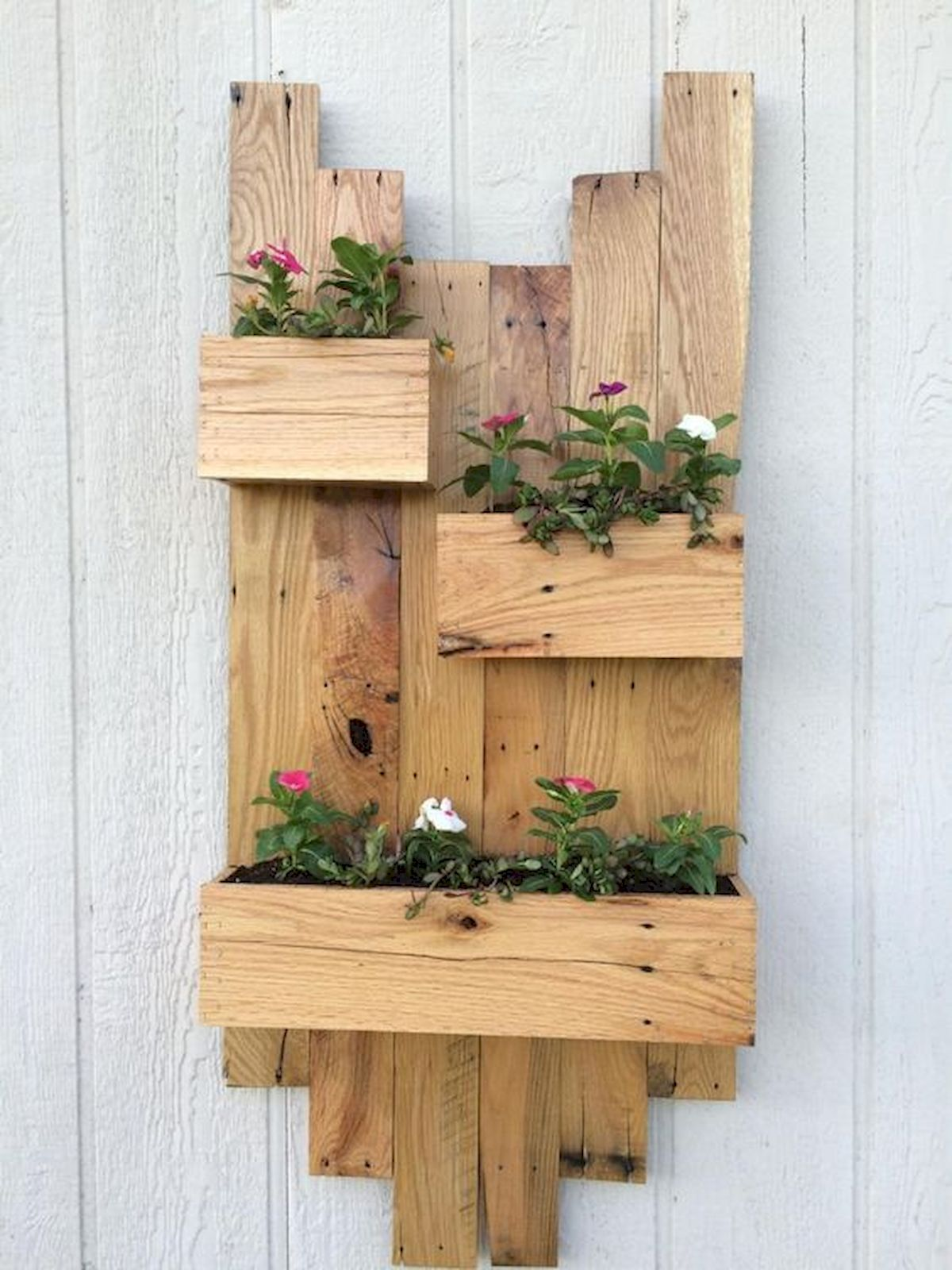 30 Awesome DIY Flowers Boxes Ideas (2)