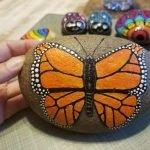 55 Cute DIY Painted Rocks Animals Butterfly Ideas (18)