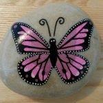 55 Cute DIY Painted Rocks Animals Butterfly Ideas (41)