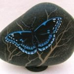 55 Cute DIY Painted Rocks Animals Butterfly Ideas (45)