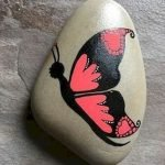 55 Cute DIY Painted Rocks Animals Butterfly Ideas (53)
