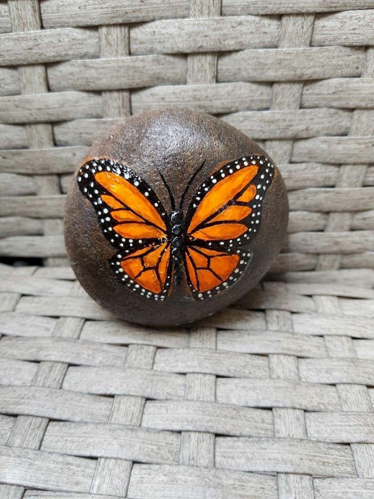 55 Cute DIY Painted Rocks Animals Butterfly Ideas (7)