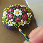 60+ Beautiful DIY Painted Rocks Flowers Ideas (30)