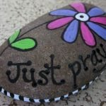 60+ Beautiful DIY Painted Rocks Flowers Ideas (31)