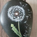 60+ Beautiful DIY Painted Rocks Flowers Ideas (38)