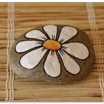 60+ Beautiful DIY Painted Rocks Flowers Ideas (41)