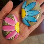 60+ Beautiful DIY Painted Rocks Flowers Ideas (44)