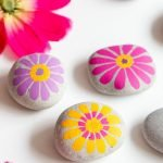 60+ Beautiful DIY Painted Rocks Flowers Ideas (45)