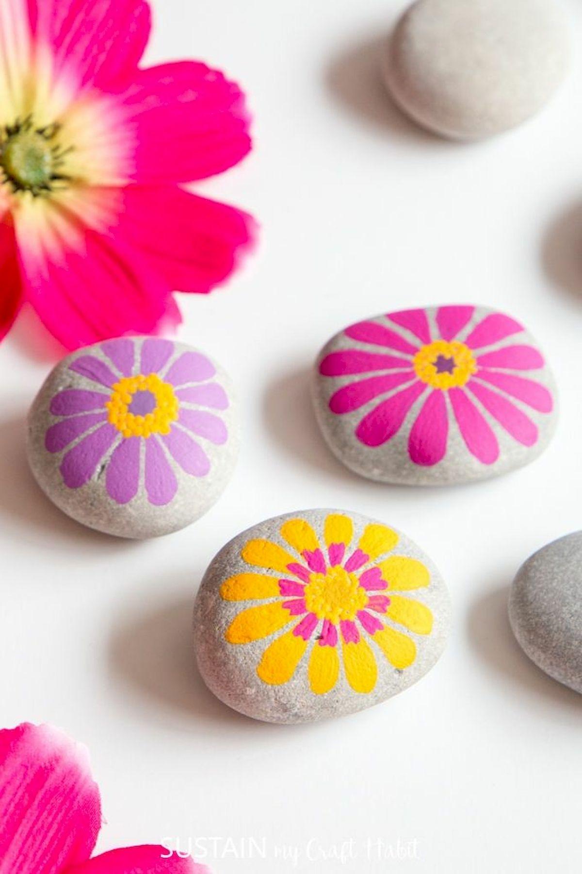 60+ Beautiful DIY Painted Rocks Flowers Ideas (45)