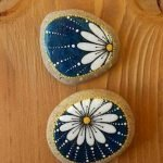60+ Beautiful DIY Painted Rocks Flowers Ideas (49)