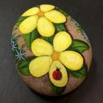 60+ Beautiful DIY Painted Rocks Flowers Ideas (61)