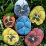 60+ Beautiful DIY Painted Rocks Flowers Ideas (63)