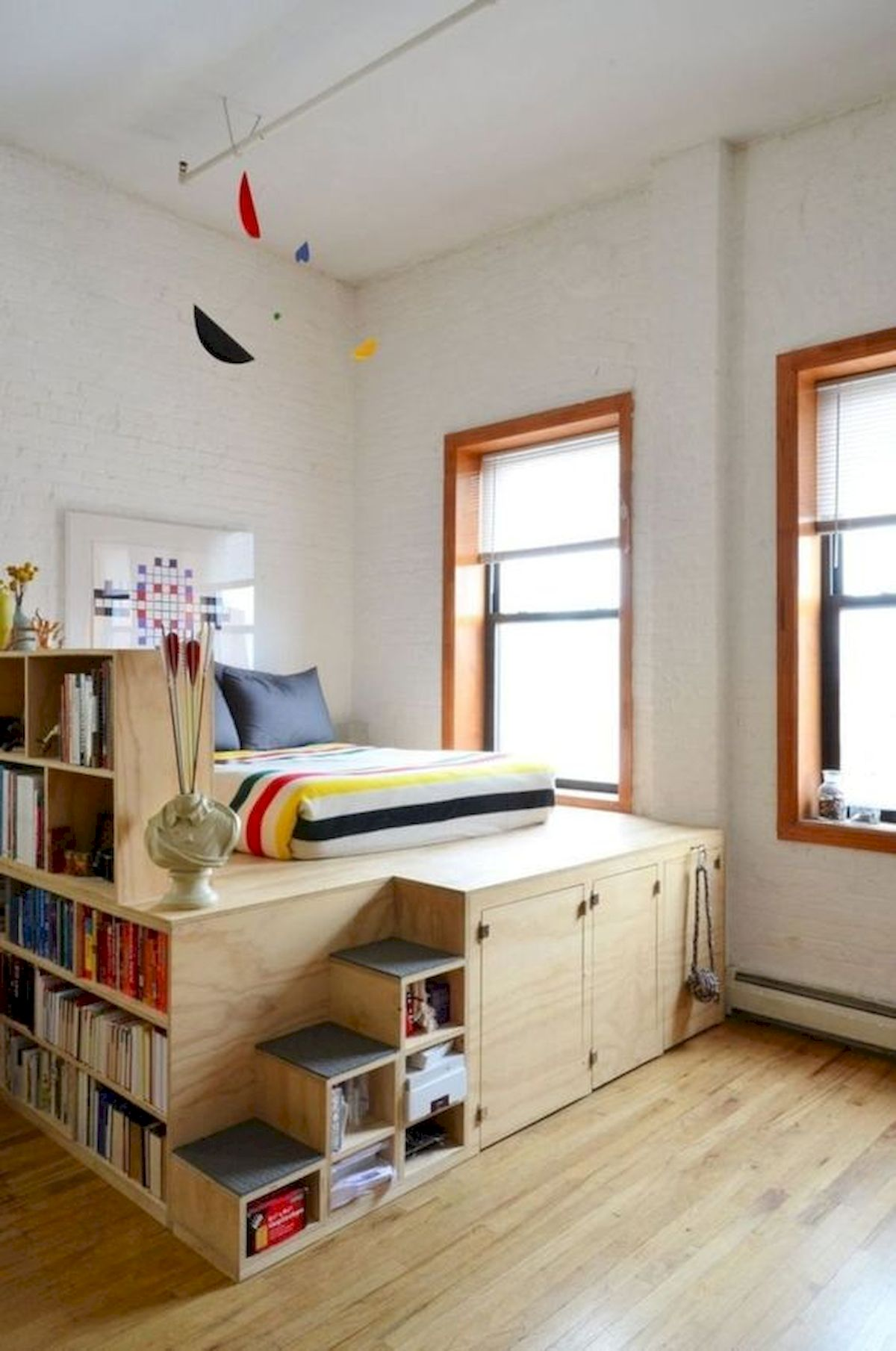 60 Easy and Brilliant DIY Storage Ideas For Small Bedroom (21)