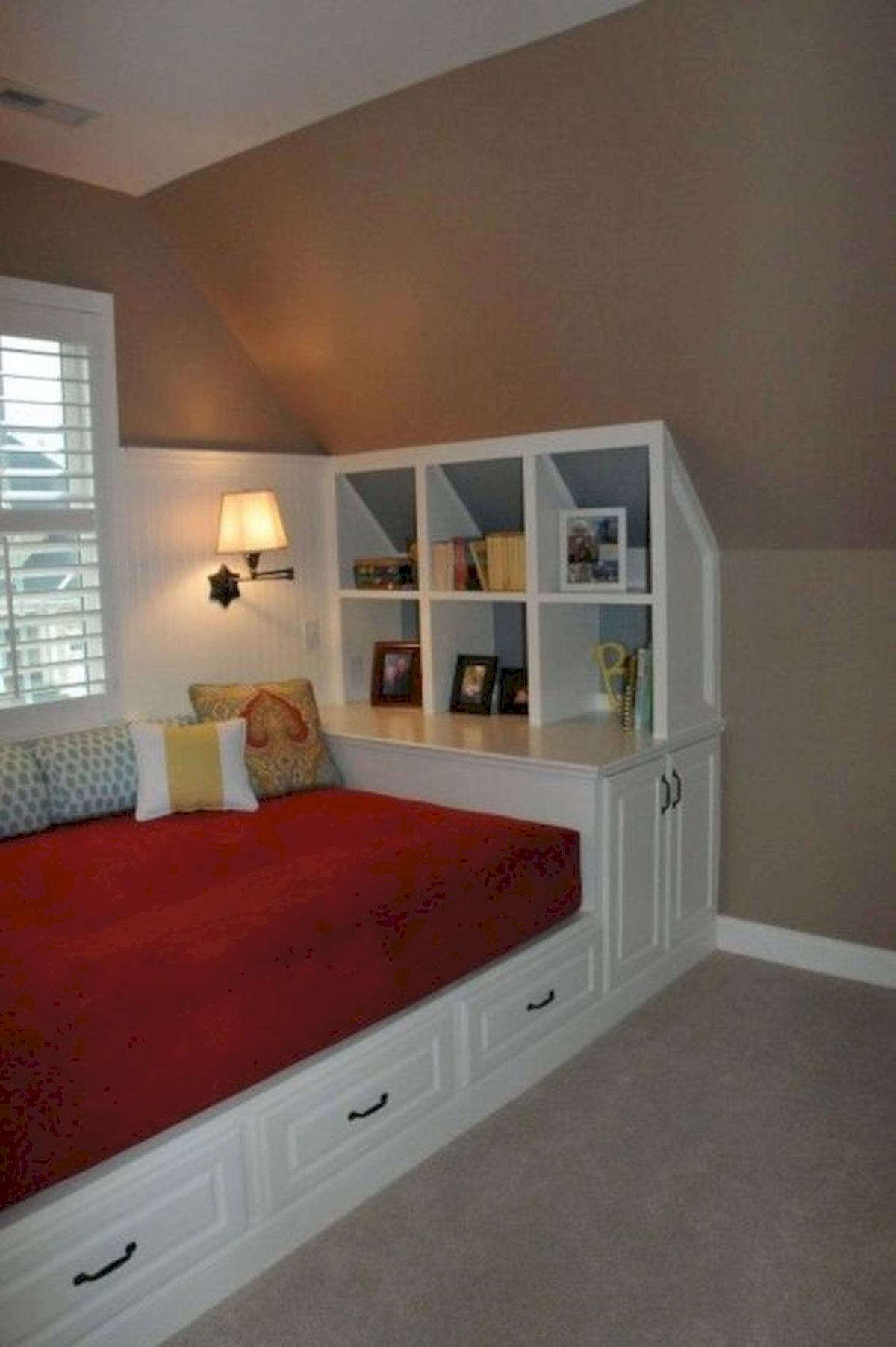 60 Easy and Brilliant DIY Storage Ideas For Small Bedroom (32)