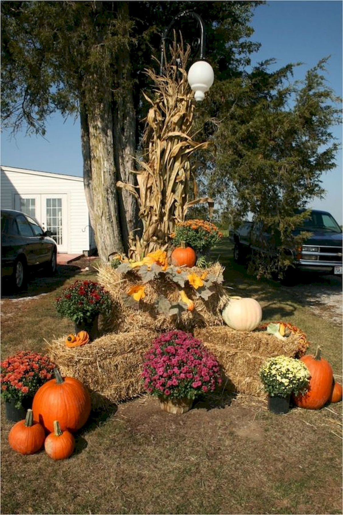 35 Beautiful DIY Fall Outdoor Decor Ideas You Will Like (35)