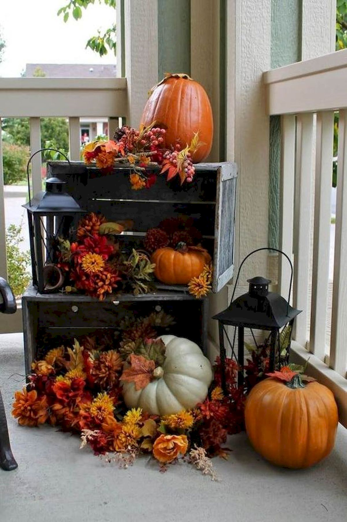 40 Fantastic DIY Fall Front Porch Decorating Ideas (33)