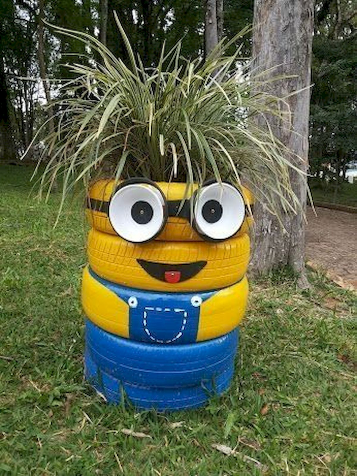25 Creative DIY Garden Decoration Ideas Using Old Tires (18)