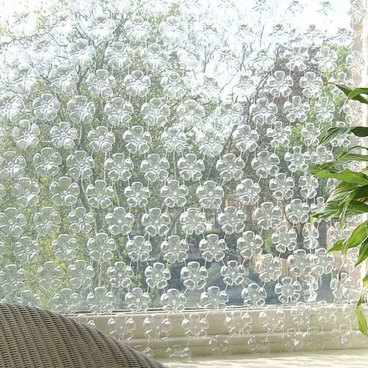 30 Amazing DIY Decorating Ideas With Recycled Plastic Bottles (15)