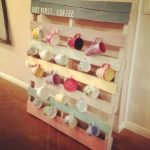 35 Easy DIY Wooden Pallet Mug Rack Ideas Everyone Can Do This (22)