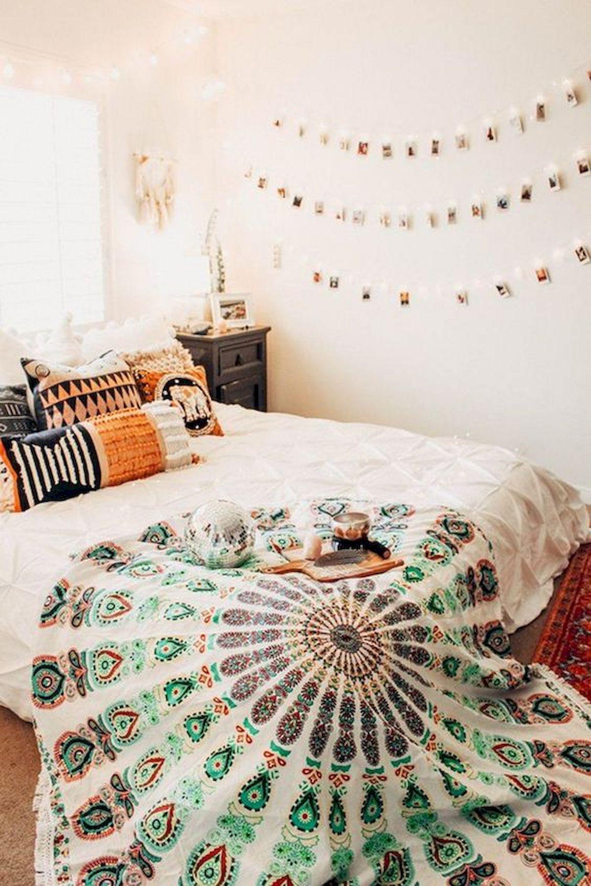 40 Fantastic DIY Decor Ideas For Farmhouse Boho Bedroom Design (16)