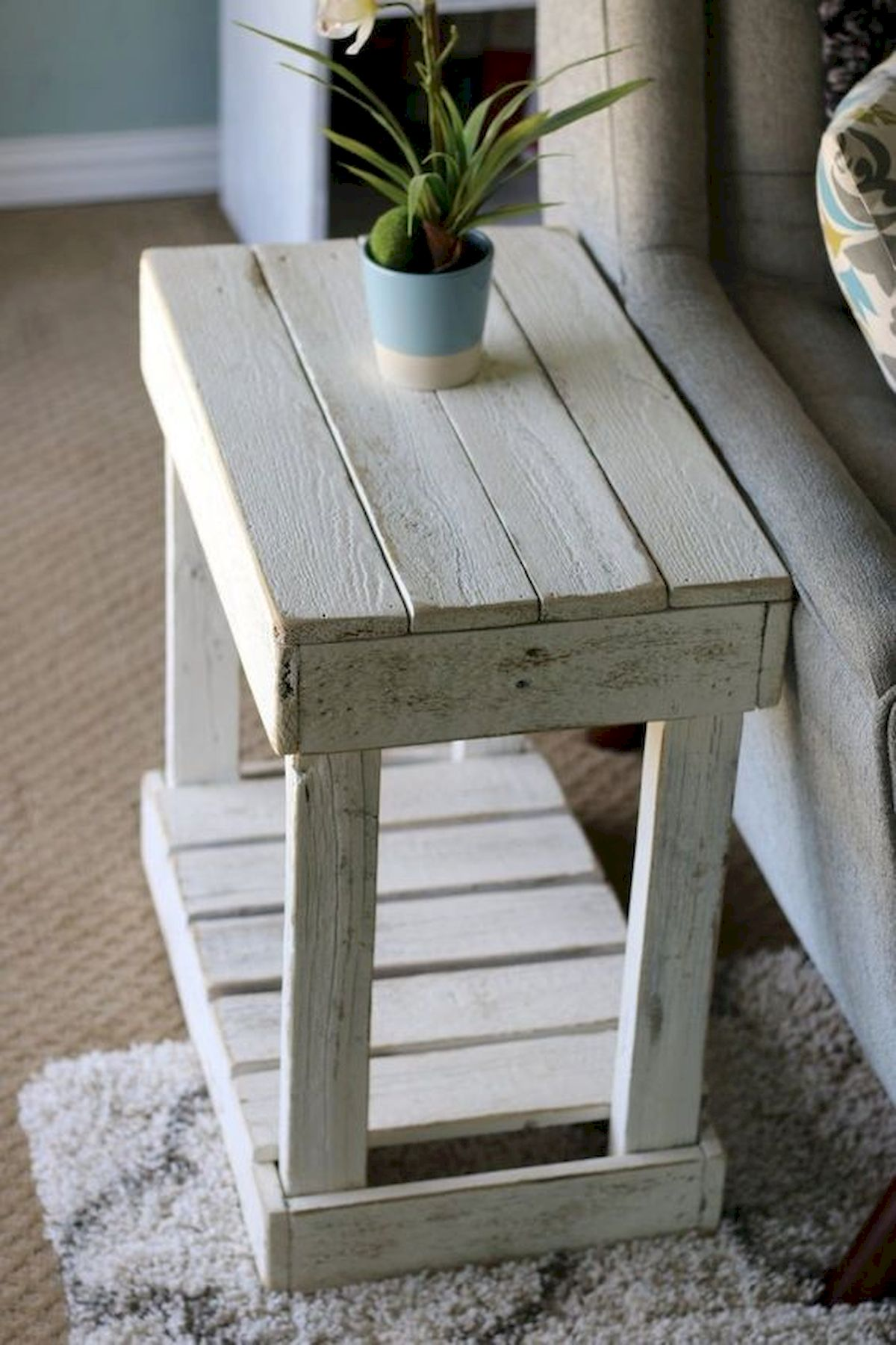 45 Easy and Cheap DIY Wood Furniture Ideas for Small House (11)
