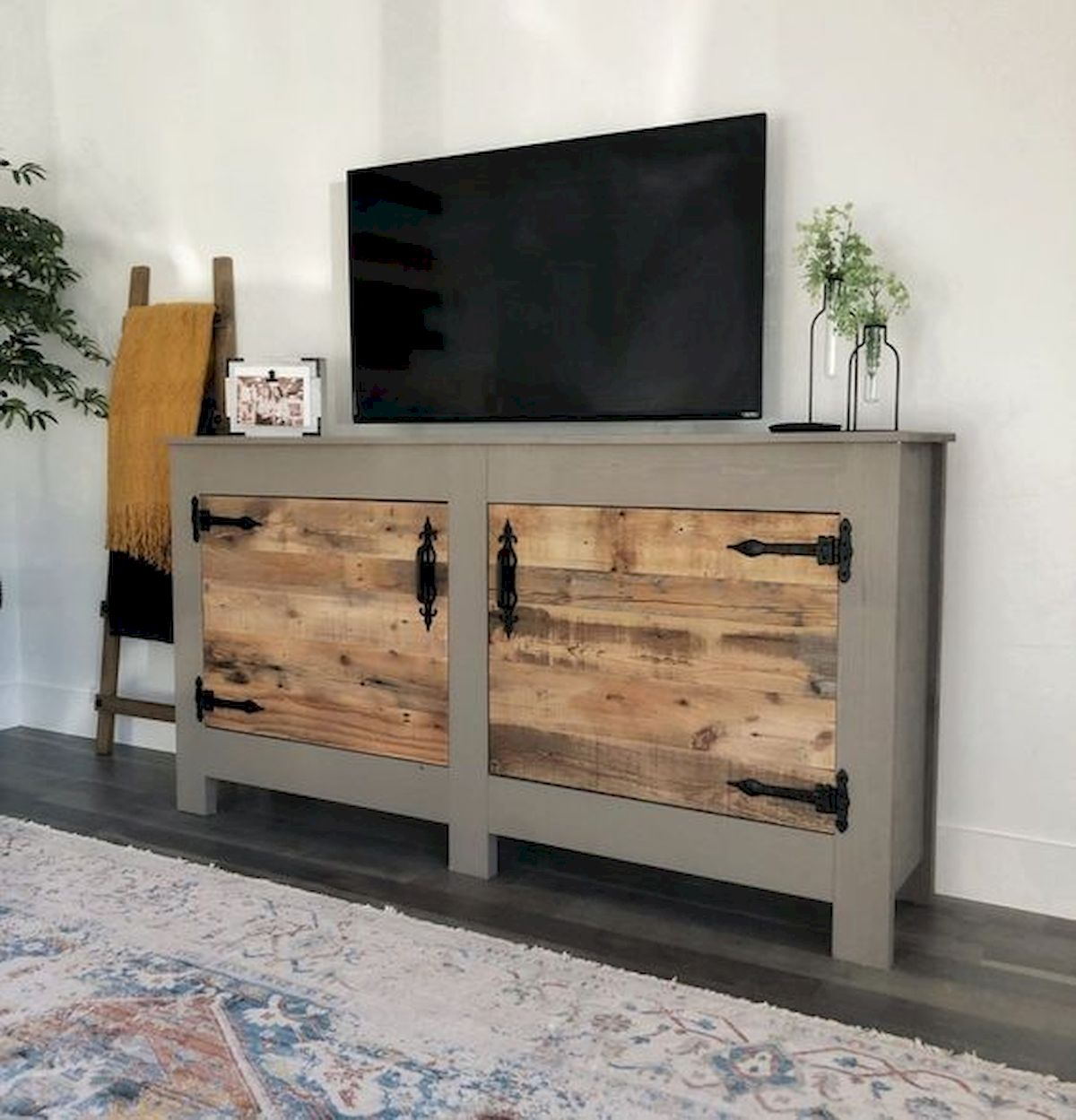 45 Easy and Cheap DIY Wood Furniture Ideas for Small House (39)