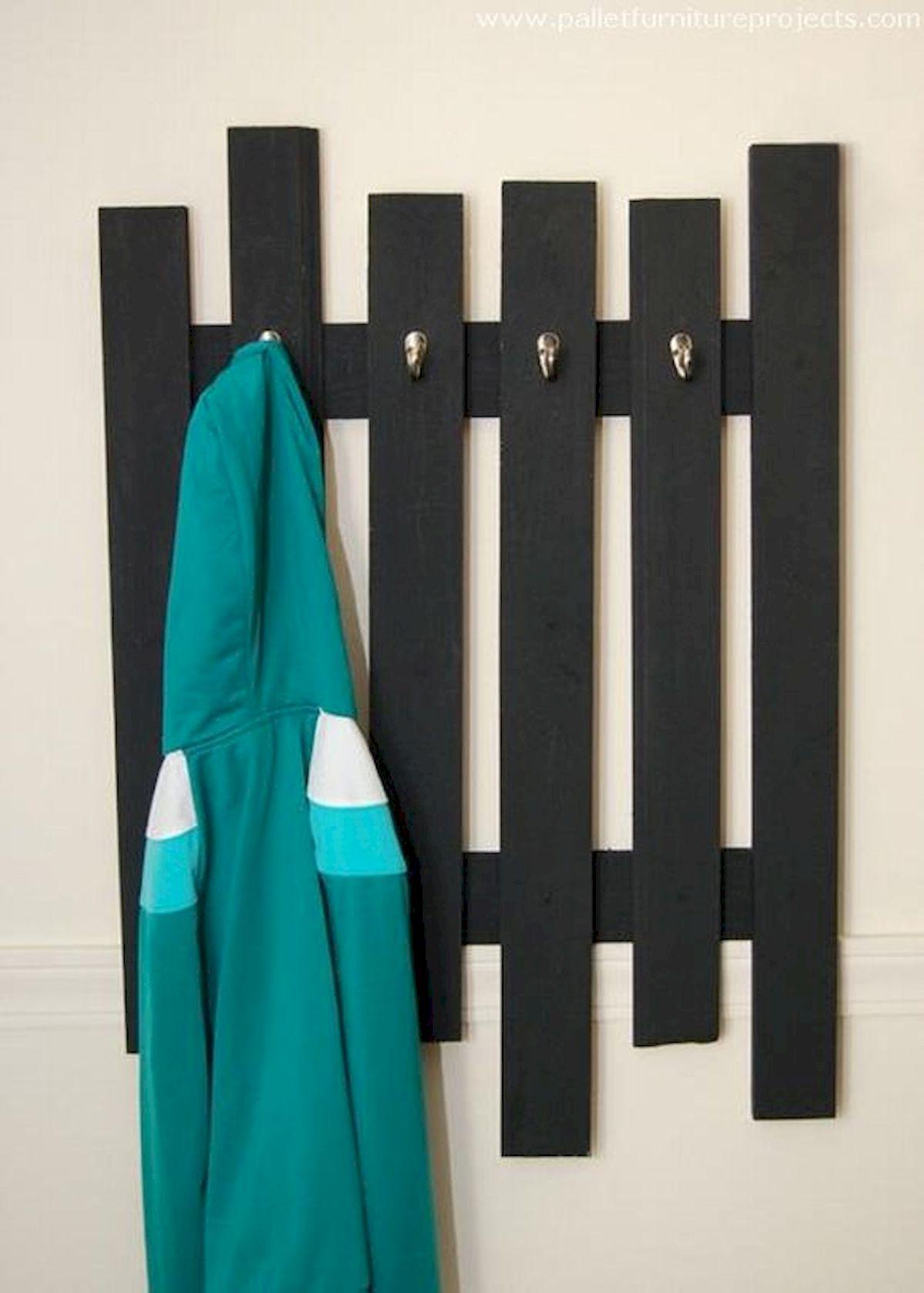 30 Fantastic DIY Hanger Ideas from Wooden Pallets (1)