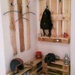 30 Fantastic DIY Hanger Ideas from Wooden Pallets (13)