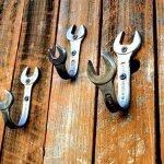 30 Fantastic DIY Hanger Ideas from Wooden Pallets (18)