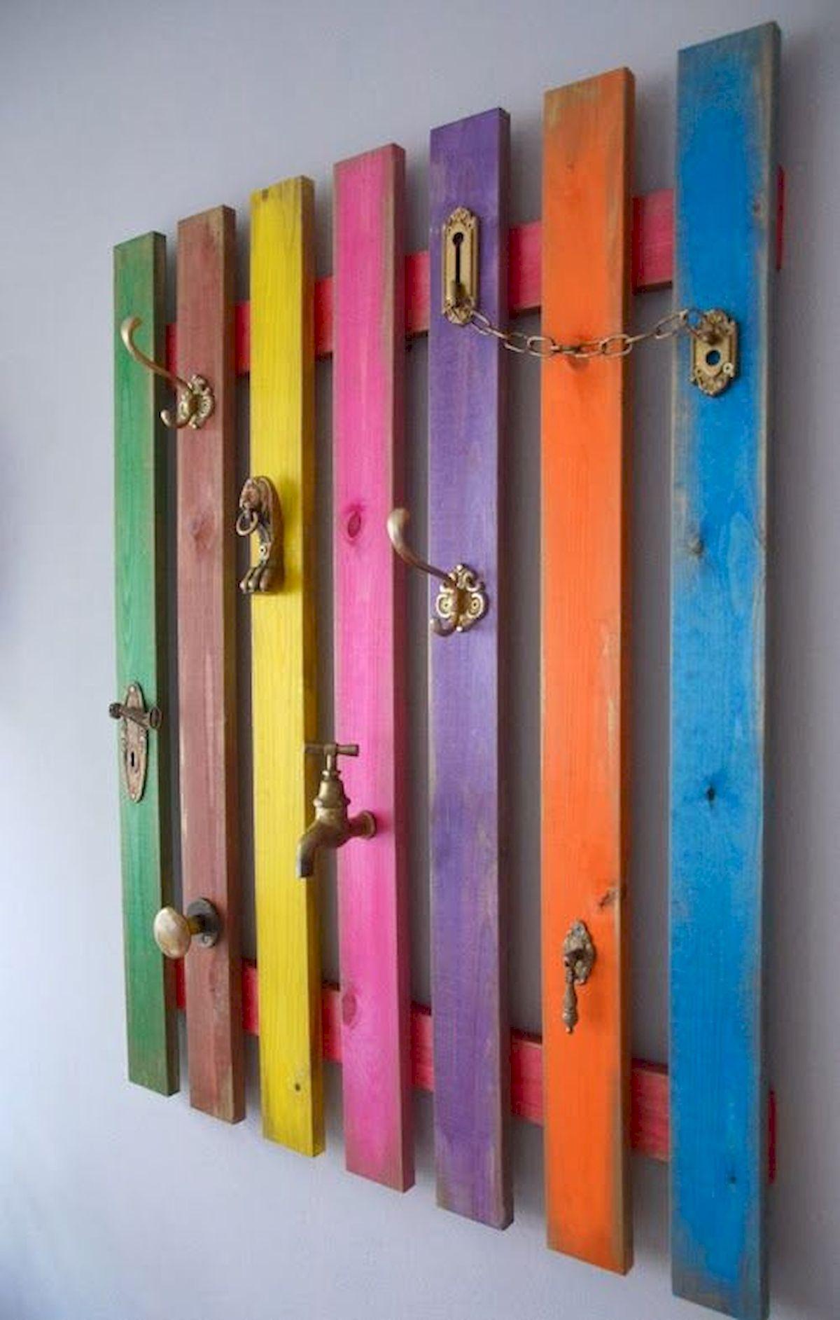 30 Fantastic DIY Hanger Ideas From Wooden Pallets (2)