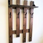30 Fantastic DIY Hanger Ideas from Wooden Pallets (21)