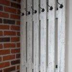 30 Fantastic DIY Hanger Ideas from Wooden Pallets (22)