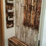 30 Fantastic DIY Hanger Ideas from Wooden Pallets (27)