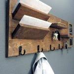 30 Fantastic DIY Hanger Ideas from Wooden Pallets (28)