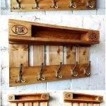 30 Fantastic DIY Hanger Ideas from Wooden Pallets (29)