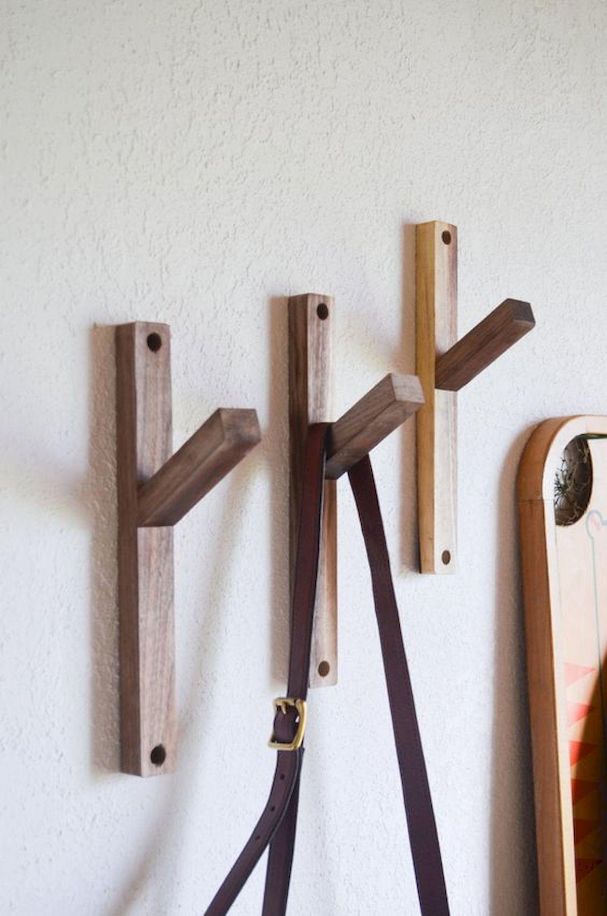 30 Fantastic DIY Hanger Ideas From Wooden Pallets (3)