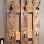 30 Fantastic DIY Hanger Ideas from Wooden Pallets (5)