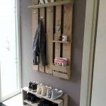 30 Fantastic DIY Hanger Ideas from Wooden Pallets (7)