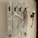 30 Fantastic DIY Hanger Ideas from Wooden Pallets (9)