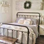 20 Awesome Small Farmhouse Bedroom Decor Ideas and Remodel (11)