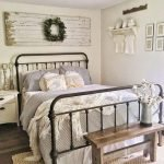 20 Awesome Small Farmhouse Bedroom Decor Ideas and Remodel (12)