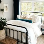 20 Awesome Small Farmhouse Bedroom Decor Ideas and Remodel (13)