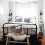 20 Awesome Small Farmhouse Bedroom Decor Ideas and Remodel (20)