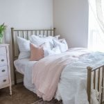 20 Awesome Small Farmhouse Bedroom Decor Ideas and Remodel (9)